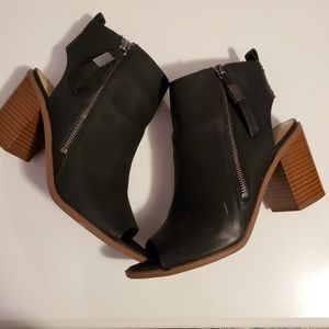9 | SAM EDELMAN | BLACK LEATHER PEEP TOE BOOTIES